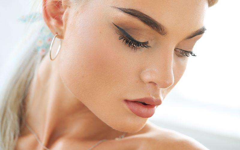 Jak zrobić idealną kreskę eyelinerem?